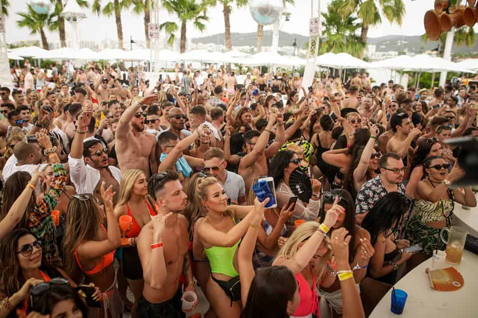 Crowd go wild at the vivacious Sin Sunday party featuring upbeat house music by quality DJ's
