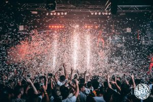 massive crowd dancing in confetti at bcm magaluf